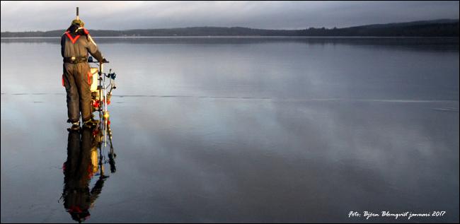 ekolod isfiskelod spark motordriven isfiske vinterfisk abborre outdoor björn blomqvist